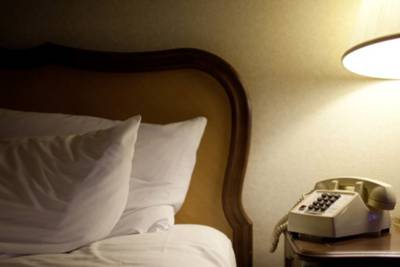 Tennessee hotel leaves room empty during auto event to honor couple who died